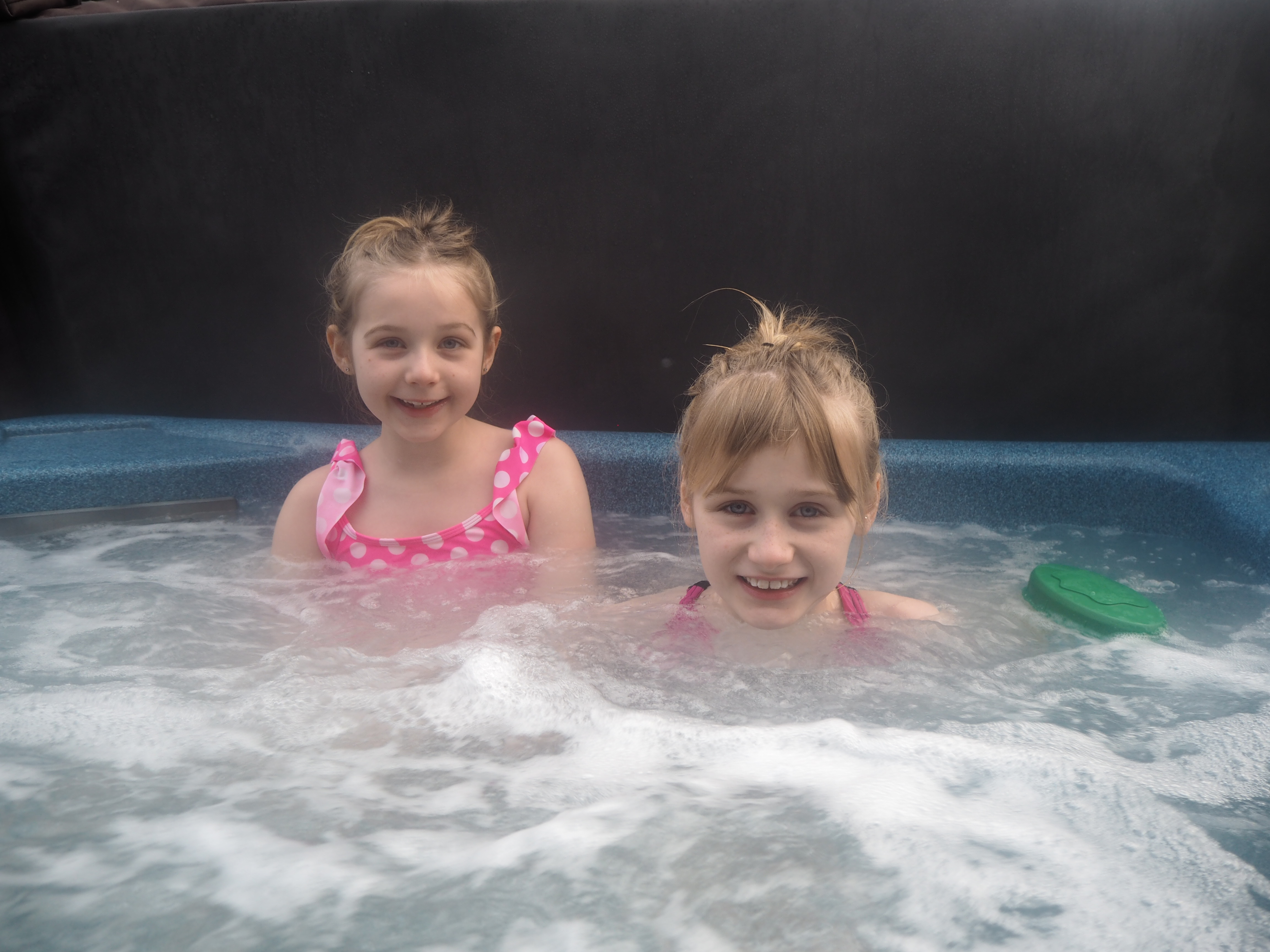 Hot tub Raywell Hall Country Lodges Larchwood Spa